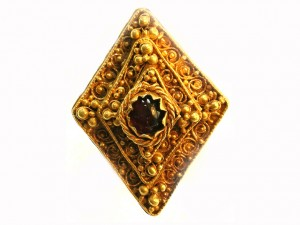 Cabachon Ring found in Leeds.  Part of a hoard found in West Yorkshire © Trustees of the British Museum